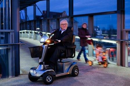 gallery-s400-mobility-scooter-lifestyle